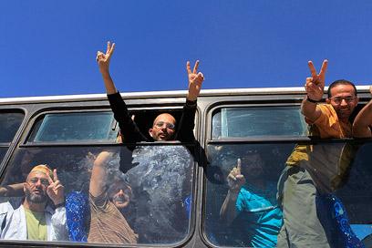 אסירים פלסטינים בעת שחרורם בעסקת שליט ב-2011 (צילום: רויטרס) (צילום: רויטרס)