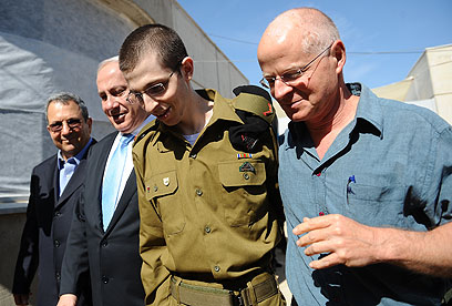Gilad and Noam Shalit reunite (Photo: IDF Spokesman)