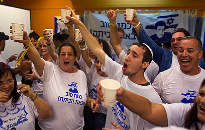 פתחו את השמפניות. זמן לחגיגות במצפה הילה (צילום: רויטרס) (צילום: רויטרס)