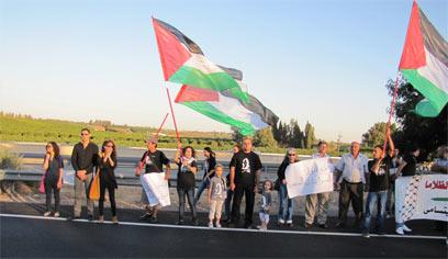הפגינו מול כלא השרון למען שחרור אסירים  (צילום:פאנט) (צילום:פאנט)