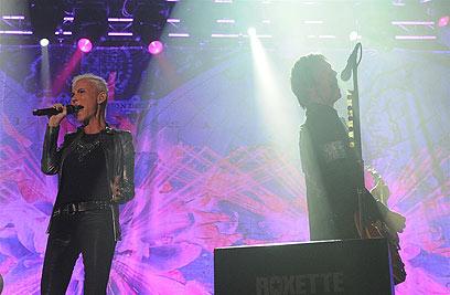 רוקסט בהופעה בגני התערוכה. אפס התרחשויות על הבמה (צילום: ירון ברנר) (צילום: ירון ברנר)