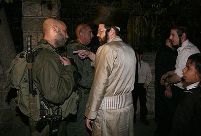 הפגנה בירושלים נגד הפרדה מגדרית במדרכות (צילום: גיל יוחנן) (צילום: גיל יוחנן)