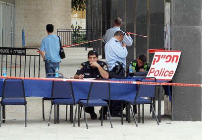 Police set up command post on Monday (Photo: Gil Yohanan)