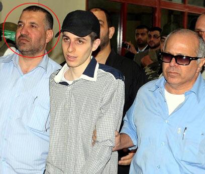 שחרור שליט. 1,027 אסירים ואסירות (צילום: EPA) (צילום: EPA)