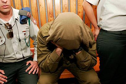 הקצין בבית המשפט. התרברב על הסחורה שברשותו (צילום: אליעד לוי) (צילום: אליעד לוי)