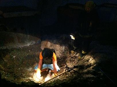 מקום הנפילה באשדוד, הערב (צילום: אבי רוקח) (צילום: אבי רוקח)