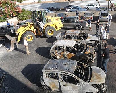 Burnt cars in Ashdod after rocket attack (Photo: Avi Rokach) (Photo: Avi Rokach)
