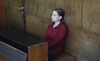 ענת קם על ספסל הנאשמים (צילום: מוטי קמחי) (צילום: מוטי קמחי)