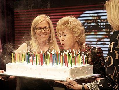 עוגת יום ההולדת ועליה 80 נרות (צילום: רפי דלויה) (צילום: רפי דלויה)