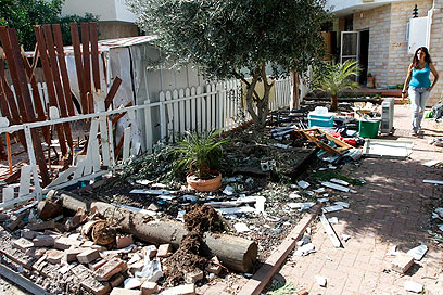 Rocket damage in Gan Yavne (Photo: Amir Levy) (Photo: Amir Levy)