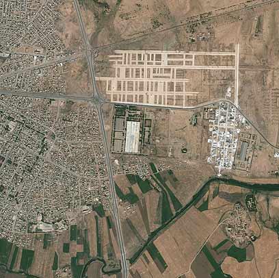 תמונות לוויין של המתקן הסורי המותקף (צילום: AP/GeoEye Satellite Image) (צילום: AP/GeoEye Satellite Image)