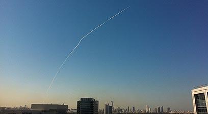 כך זה נראה הבוקר. הטיל בשמי המרכז (צילום:  רוני אלטשולר) (צילום:  רוני אלטשולר)