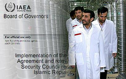 אחמדיניג'ד באחד הכורים. האטה בקצב (צילום: AP) (צילום: AP)