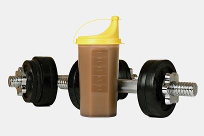 צריכת חלבון סביב האימון נועדה ליצור מאזן חלבון חיובי בשריר (צילום: shutterstock ) (צילום: shutterstock )
