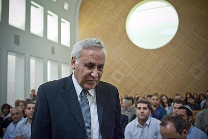 משה קצב באולם בית המשפט העליון, לפני ההכרעה (צילום: עומר מירון) (צילום: עומר מירון)