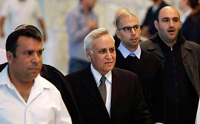 Moshe Katsav leaves court after appeal (Photo: Reuters ) (Photo: Reuters )