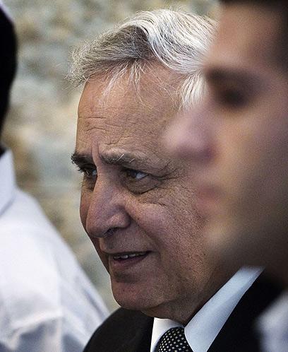 קצב דחה את עסקת הטיעון, ולא הובטח לו שלא יואשם באונס (צילום: AFP) (צילום: AFP)