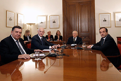 קרצאפריס משמאל בדיונים על הרכבת ממשלת האחדות (צילום: רויטרס) (צילום: רויטרס)