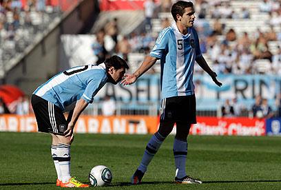 פרננדו גאגו עם מסי במדי נבחרת ארגנטינה (צילום: AP) (צילום: AP)