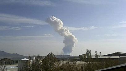 תמונה שצולמה במצלמת חובבים בטהרן זמן קצר לאחר הפיצוץ (צילום: AP)