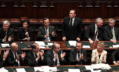 ברלוסקוני בפרלמנט האיטלקי, אתמול (צילום: רויטרס) (צילום: רויטרס)