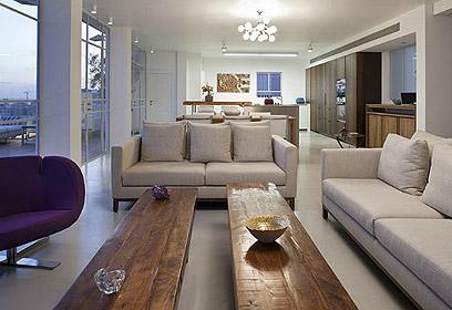 צבעים בהירים ורכים. הסלון. (צילום: עדי גלעד) (צילום: עדי גלעד)
