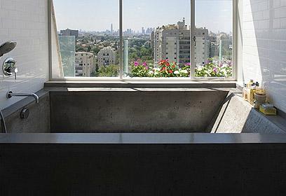 הו, פריז. האמבטיה (צילום: עדי גלעד) (צילום: עדי גלעד)