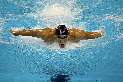העומס המופעל על הגוף בשחייה נמוך בשל התנגדות המים (צילום: gettyimages) (צילום: gettyimages)