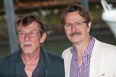 גארי אולדמן וג'ון הארט. יחסי אהבה-אהבה (צילום: MCT) (צילום: MCT)
