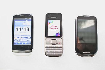 רמי לוי יציע 3 סמארטפונים ומכשיר פשוט אחד (צילום: נועם מושקוביץ) (צילום: נועם מושקוביץ)