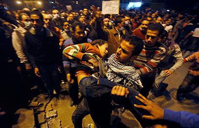 הפגנות בכיכרא-תחריר, אמש (צילום: AP) (צילום: AP)