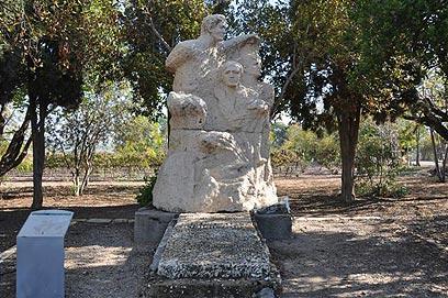 האנדרטה לזכר אפרים צ'יזיק  (צילום: רונית סבירסקי) (צילום: רונית סבירסקי)