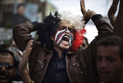 מתנגדי סאלח דורשים שינוי (צילום: AP) (צילום: AP)