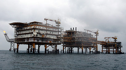 An Iranian crude oil drill in the Gulf of Persia (Photo: EPA)
