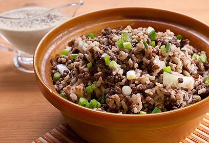 תבשיל עדשים שחורות ואורז מלא בטחינה (צילום: ראובן אילת) (צילום: ראובן אילת)