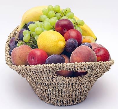 במקום לחפש נשנושים - לוקחים פרי (צילום: shutterstock)