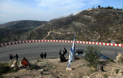 עיקול המוות, שם נלכד האוטובוס בלהבות, שנה אחרי (צילום: אבישג שאר ישוב) (צילום: אבישג שאר ישוב)