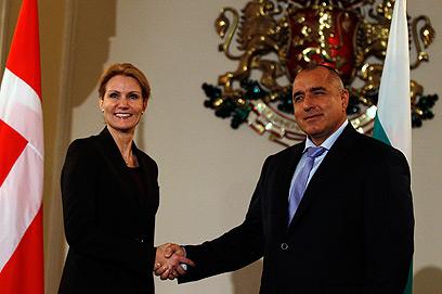 וכך הוא נראה במראה הדיפלומטי. עם ראש ממשלת דנמרק (צילום: רויטרס) (צילום: רויטרס)