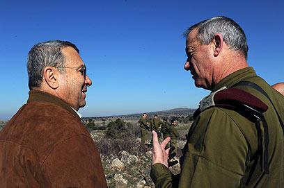 שיחת גברים בתרגיל בצפון  (צילום: אריאל חרמוני, משרד הביטחון) (צילום: אריאל חרמוני, משרד הביטחון)