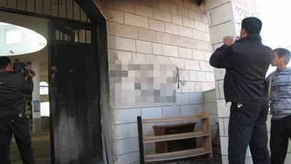 ריססו כתובות על הקיר (צילום: עאטף אבו-רוב, בצלם) (צילום: עאטף אבו-רוב, בצלם)