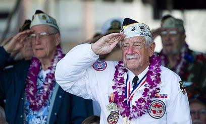 חיילים ותיקים בטקס. האגודה שלהם הודיעה על התפרקותה (צילום: AP) (צילום: AP)