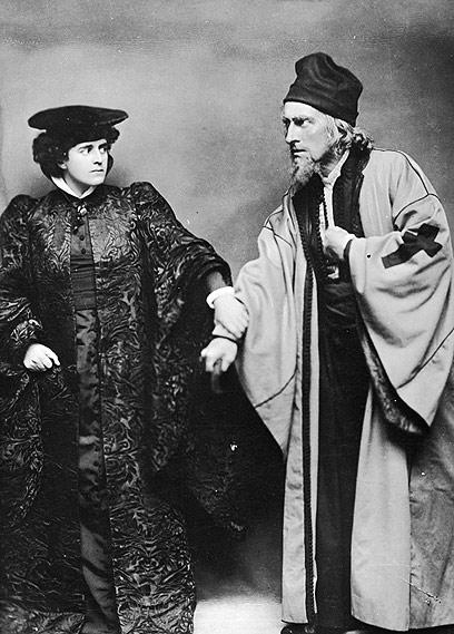 ג'ונסטון פורבס-רוברטסון (מימין) כשיילוק מ-1900 (צילום: gettyimages) (צילום: gettyimages)