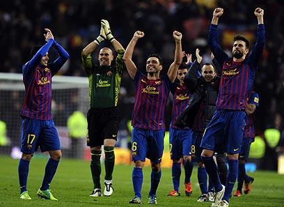 """""""שיחקנו עם שלושה בהגנה, זה אומר הרבה על ברצלונה"""" (צילום: AFP) (צילום: AFP)"""
