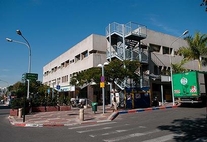 מרכז מסחרי בשכונה (צילום: ירון ברנר)