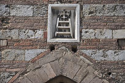 """בחזית ה""""סנטה מריה דה לה סקאלה""""  (צילום: shutterstock) (צילום: shutterstock)"""
