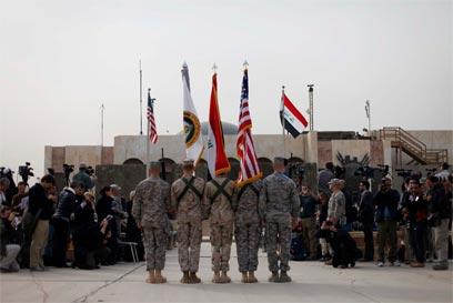 Ceremony ending Iraq war (Photo: AP)
