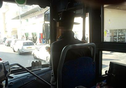 הפרדה נגד הטרדה. האוטובוס שבו התחוללה מהומה באשדוד  (צילום: טניה רוזנבליט) (צילום: טניה רוזנבליט)