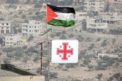 במקום דגל ישראל? (צילום: זיו ריינשטיין) (צילום: זיו ריינשטיין)