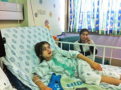 """שרה ואמה ורד בבית החולים. """"מחזה מחריד"""" (צילום: מאור בוכניק) (צילום: מאור בוכניק)"""