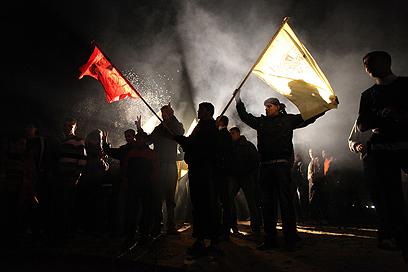 פלסטינים חוגגים את שחרור האסירים בעזה (צילום: רויטרס) (צילום: רויטרס)